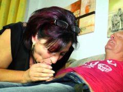 XXX Omas – Deutsche Oma Liana B. bekommt Sperma auf Titten nach Sex