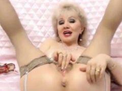 Ältere Oma auf Live-Cam Fingersatz alte Pussy masturbieren