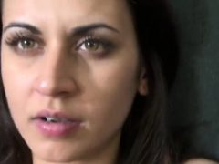 Adorable tschechische Nympho ist in der Mall gehänselt und gebohrt in p