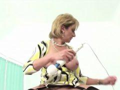 Unfaithful englisch reife Dame sonia blinkt ihre großen Titten