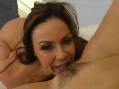 Kendra Lust und Jenna Sativa befriedigen jeden süßen Muffs