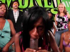 Nychole Mac spielt auf sexuelle Spiele