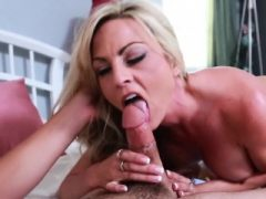Hot Blonde reitet lange Schwanz