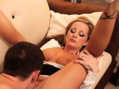Sweet Tits Blonde saugt und fickt Cock Melissa Matthews