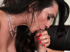 Milg Sexy Big Tits saugt und fickt lange Schwanz Ariella Ferrera