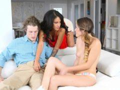Rayna Rose und ihr BF ficken mit Stiefmutter Jamie Valentine