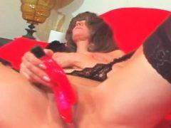 Erregende reife Masturbation mit Vibrator