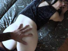 Busty Spanisch Babe wird anal aus gefälschten Polizisten