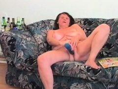 Reifen Tramp in ihren Sechzigern essen Teen Dick