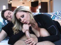 Hot MILF Couch gefickt Julia Ann
