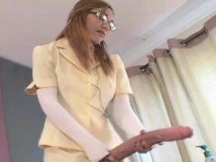 Frisky Teens Pfund die größten Strap-ons und Spraysaft Vorabend