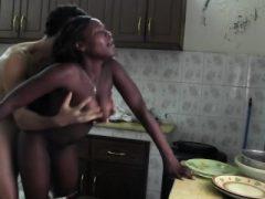 Black African Hottie Ficken in der Küche interracial