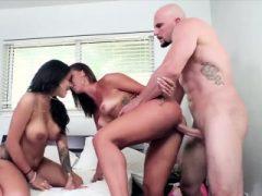 Hot naughty Latina dous Kelsi und Jamie teilen sich einen Schwanz