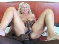 Hardcore interracial Sex für Blondine reifen