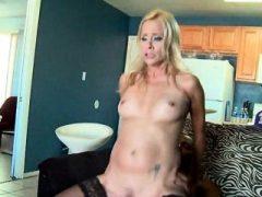 Slutty MILFs in 4some mit zwei großen schwarzen Schwänze