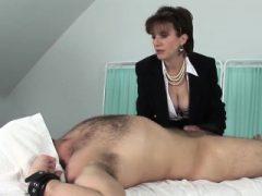 Unfaithful englisch reife Dame sonia blinkt ihre großen Titties