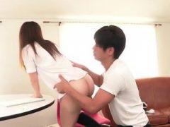 Nichts wie ein steifer Schwanz, um Chihiro beschäftigt zu halten
