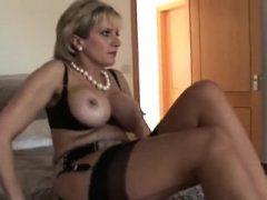 Untreue britische Milf Lady Sonia macht ihren schweren Ballon aus