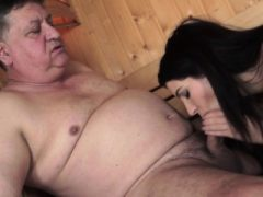 Teen Reiten alten Schwanz in der Sauna