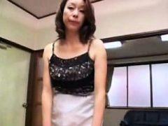 Mit verbundenen asiatischen Dame mit großen Titten bekommt ihre haarige twat b