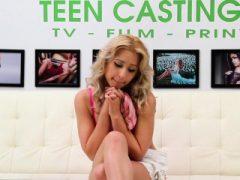 Banging süße Teenie Goldie beim Casting