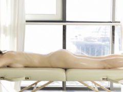 Schönheit gibt Oral-Stimulation und Pussy Pflügen als Zahlung