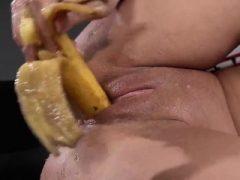 Außergewöhnliche Teenie ist Pissen und Fingersatz Kahl Honig Topf