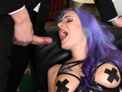 Kinky sub facefucked beim Spielzeug ihre Pussy