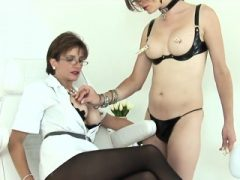 Untreue britische reife Dame sonia macht ihren massiven Tit aus