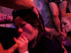 Nasty Teens bekommen total verrückt und nackt bei Hardcore Party
