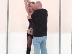 Betrügen britische Milf Dame Sonia zeigt ihre großen Titten