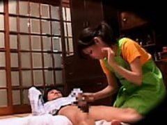 Versteckte Kamerafilme ein paar Masseurinnen zu Hause Massage