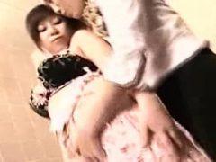 Attraktive japanische Damen treffen sich für eine wilde Lesbe
