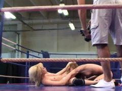 Euro beauties wrestle vor pussylicking
