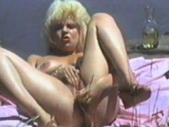 Hässliche blonde Spiele Vagina und ihr Hintern im Vintage-Film