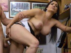 Amateur Latina Sophie Leon wird geschlagen