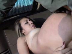 Cop Blonde große Titten anal xxx Strip Suche führt zu heißen Sex