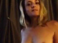 Nini ist sie sexy und nackt zeigen