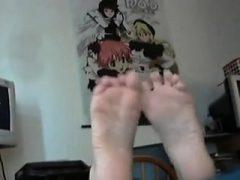 Heiße Goth Frau betet ihre Zehen und ihre Zehen