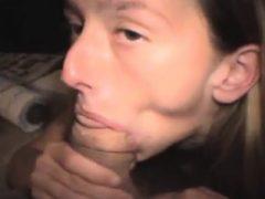 Brunette Crack Hure mit Dudes Dick Deep Down ihre Kehle