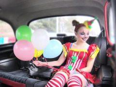 Cheated Freundin Pony in gefälschten Taxi für Rache