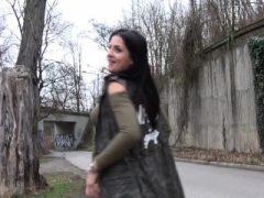 Coco De Mal In Outdoor Orgasmen für serbische Schönheit
