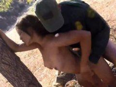 Latex Cops Szene 1 und Polizei Amateur Border Jumper Puts Out