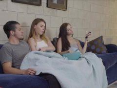 Teen Roomies teilen dicken Schwanz