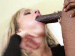 Teen Angel ist begeistert von Hardcore-Fahrt auf dunklem ramrod