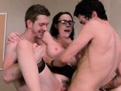 Hot Teacher Chanel Preston genießt große Schwänze und Jizz