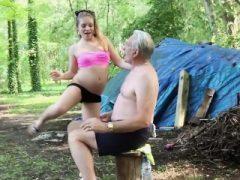 Naughty Teen Ass Spanking von Opa und Kissing gefickt