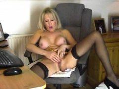 Chantal 47 masturbiert live auf home webcam