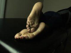 Süßes schwarzes Ebenholz Teen Pussy Dirty Talk und masturbiert nxsn