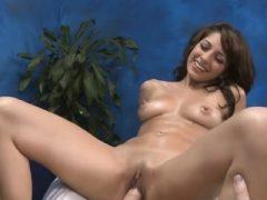 Faszinierende Babe ist bekannt für ihre sinnlichen Massagen